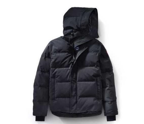 秋冬大活躍のCanada goose、カナダグースの個性と高級感をも演出する3色選択可能のダウンジャケットコート.