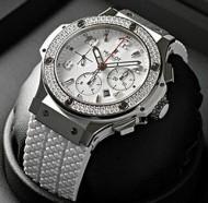 国内外で注目を浴びているウブロ HUBLOT男性用の腕時計.