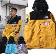 防寒性に優れたジャケットメンズコーデのシュプリーム コピー、Supremeのフード付きの4色ボタンとファスナー開閉式の男子コート.