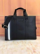 BALLYバリー バッグ 偽物メンズブラックグレインレザービジネスバッグ取り外し可能なショルダーストラップバリーストライプ