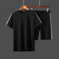 フェンディ大人らしい高見えコーデ   FENDI 落ち着いたニュアンスコーデ  半袖Tシャツ 魅力を最大限に生かす