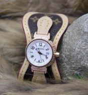 お洒落自在 2015春夏物 LOUIS VUITTON ルイ ヴィトン 女性用腕時計