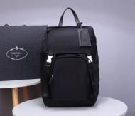 プラダ バックパック カジュアルな印象に仕上げるモデル メンズ PRADA コピー ブラック 大容量 通勤通学 格安 2VZ135VHOY973F0002